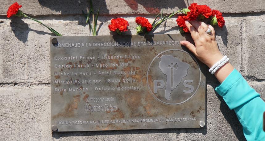 Socialistas realizaron homenaje a miembros de la dirección clandestina desaparecida por la DINA en 1975